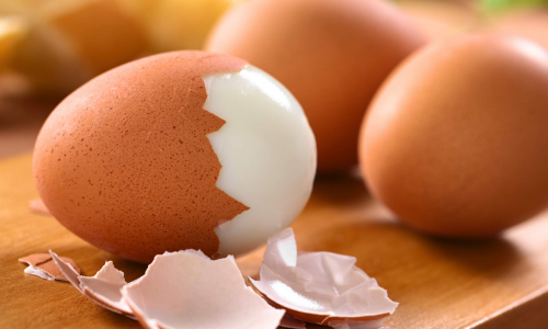 Быстро и легко: как очистить яйца от скорлупы