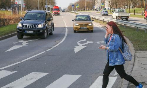 Всегда ли водитель обязан останавливаться перед пешеходным переходом: объяснение ГИБДД