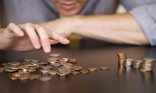 Какую покупку россияне чаще всего совершают с первой зарплаты