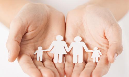 «Купающуюся» в пособиях россиянку лишили родительских прав