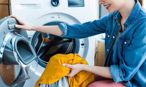 Почему опасно использовать кондиционер для белья в стиральной машине
