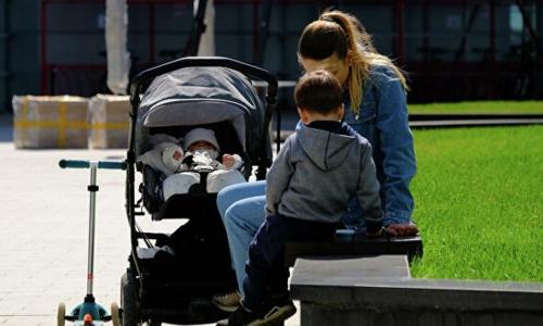 Россиянам предложили выплачивать 1 млн рублей за третьего ребенка