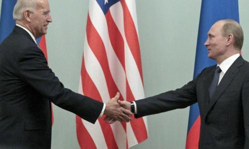 В России прокомментировали обложку журнала с Путиным и Байденом