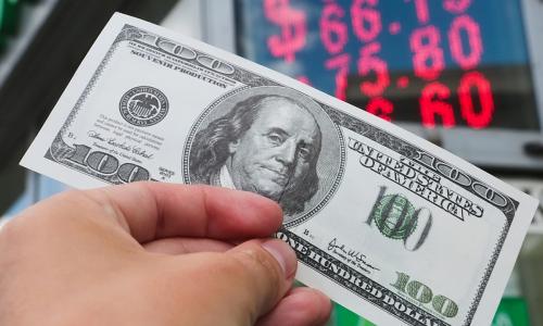 За последние 13 лет рубль обесценился в 3 раза. Кому это выгодно и когда это прекратится?