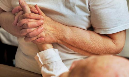 Раскрыт указывающий на деменцию за несколько лет до начала симптом
