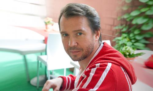 Видели сынишку актера Миронова? Не поверите, причем здесь Пугачева