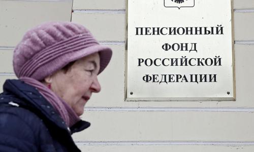 Назван способ начать получать пенсию супруга