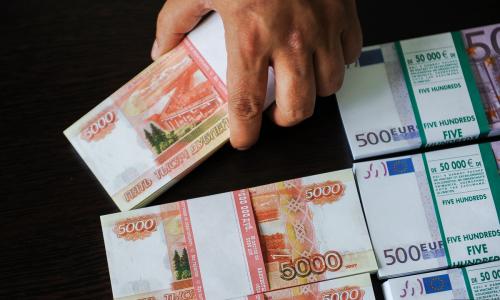 Правительство раздаст 500 россиянам по 100 тысяч рублей