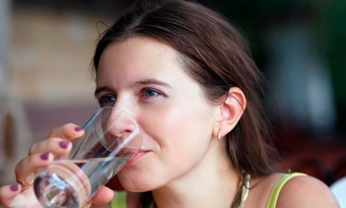 7 шагов к здоровью: как приучить себя выпивать больше воды в сутки